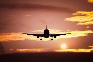 Flugzeug im Sonnenuntergang, Entspannt Fliegen